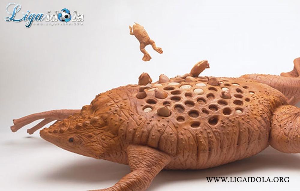 Hewan yang menjaga anak di punggungnya dengan cara unik