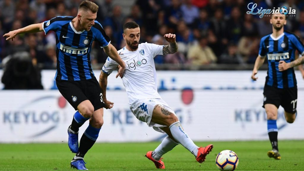 Inter Milan Tak Akan Lepas Bek Andalannya ke Manchester City