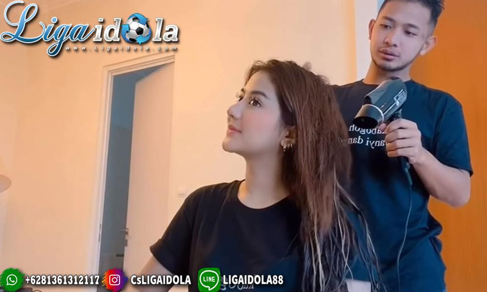 Pasangan Pesepak Bola Indonesia
