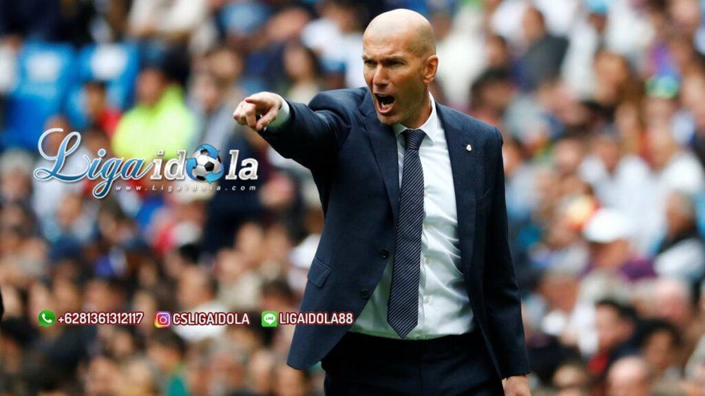 Zinedine Zidane Mengisolasi Diri Setelah Terinfeksi Virus Corona